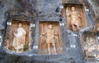 Mersin Adamkayalar, Rock carved human reliefs of ancient Rome